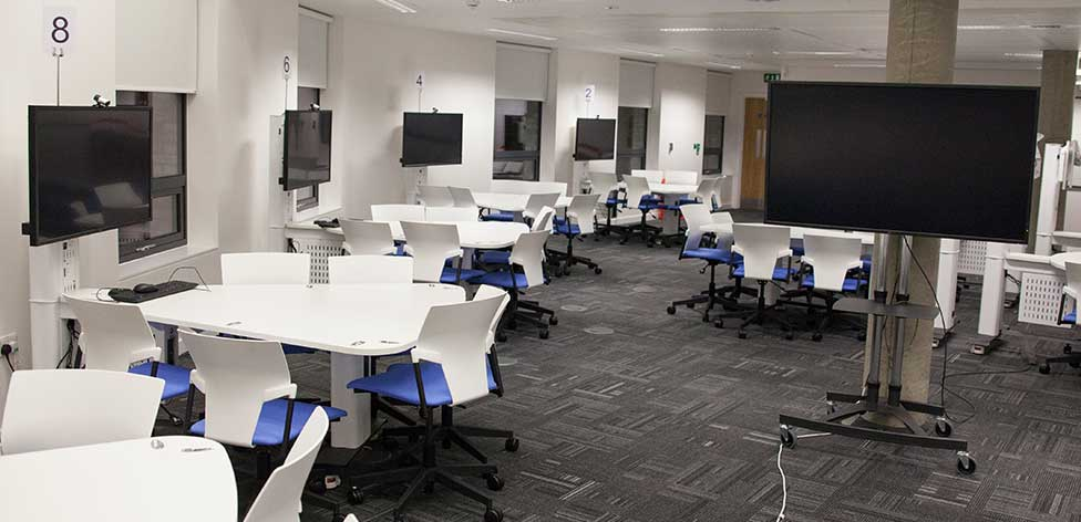 Active learning classroom (YST124 in Cambridge)