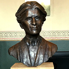 Bust of Save the Children founder Eglantyne Jebb by Anglia Ruskin University BA Fine Art graduate Ian Wolter
