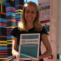 Dr Eldre Beukes with her Shapiro award