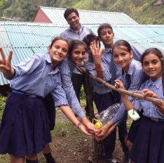 Sainji schoolchildren using a tippy tap